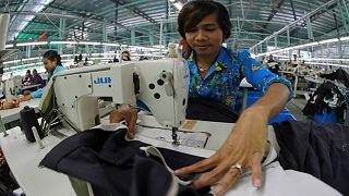 The Apparel Industry in Cambodia : Employment, Wages and Implications for Poverty