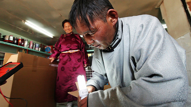 Digitally Financed Energy : How Off-Grid Solar Providers Leverage Digital Payments and Drive Financial Inclusion